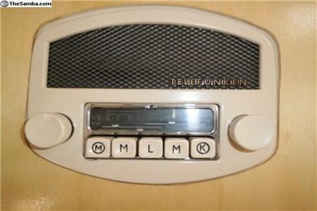 Split- Barndoor telefunken radio