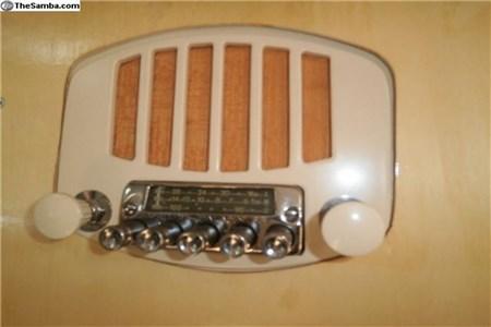 Split- Barndoor Phillips radio - replica